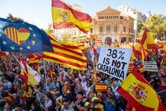 """Un """"milion"""" de persoane, în stradă la Barcelona pentru a susţine rămânerea Cataloniei în Spania. FOTO"""