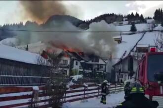 Incendiu puternic la o pensiune turistică din Moeciu. Focul s-a extins la o casă învecinată