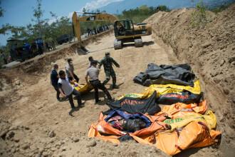 Bilanțul din Indonezia indică 844 de morți. O groapă uriașă, săpată pentru victime