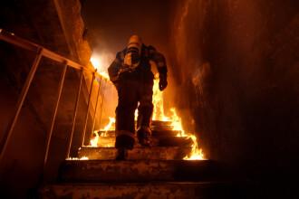 Motivul pentru care un bărbat din Satu Mare a incendiat ușa apartamentului socrilor săi