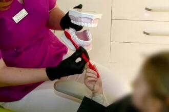 Sute de copii din România nici măcar nu ştiu cum arată o periuţă de dinţi. Cu ce se spală