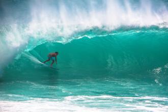 O tânără din Brazilia s-a dat cu placa de surf pe un val înalt de 20 de metri