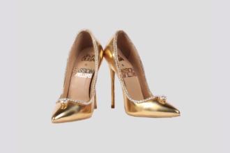 Prețul unor pantofi din aur, împodobiți cu 236 de diamante