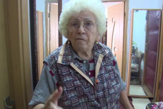 Fostă învățătoare, lăsată fără 3.000 de euro. Cum au păcălit-o hoții să nu-și sune fiul