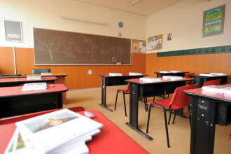 Elevii şi preşcolarii se întorc la şcoală luni. Cât durează semestrul II