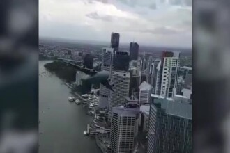 Avion militar, filmat în timp ce se apropia de o clădire de birouri. Explicaţia armatei