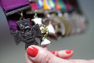 Medalia unui erou de război, vândută pentru acoperirea unei note de plată