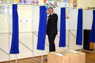 Klaus Iohannis a mers să voteze duminică seara la referendum