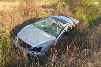 Tânără în comă după ce a fost proiectată prin luneta mașinii, în urma unui accident pe A1
