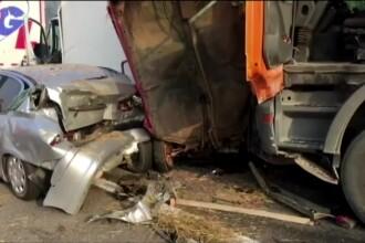 Zeci de maşini, camioane şi autocare s-a ciocnit pe o şosea din Serbia; cel puţin 6 morţi