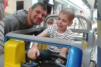 La 2 ani a suferit prima operație pe creier, iar apoi și-a petrecut copilăria prin spitale. Povestea lui Denis Pașcovici