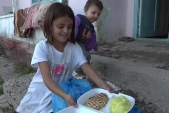 Roxana a primit ce își dorea: piure cu carne. Prima dată i-a dat însă să mănânce fratelui mai mic. VIDEO cu reacțiile lor