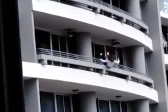 Momentul șocant în care o femeie cade în gol de la etajul 27, în încercarea de a-și face un selfie