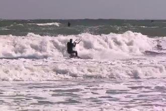 Sfaturi pentru a practica kyte pe litoral. Scenele filmate pe o plajă din Constanța