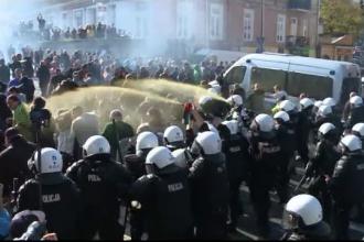 Violențe la parada minorităţilor sexuale, în Polonia. Poliţia a folosit gaze lacrimogene şi un tun cu apă