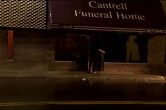 Descoperire macabră în tavanul unei firme de pompe funebre, în SUA