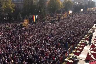 Mii de persoane au așteptat și 12 ore la rând pentru a se închina la Sf. Parascheva