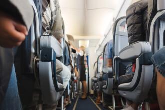 O stewardesă a suferit răni grave după ce a căzut de la bordul unei aeronave