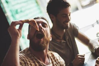 Un bărbat și-a comandat pizza cu cardul vecinei moarte, timp de 2 ani. Câți bani a cheltuit