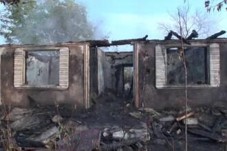O femeie a ars de vie în casă fiindcă nu avea bani de curent şi folosea lumânări