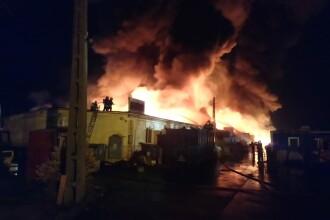 Incendiu uriaş în Sibiu. Avioanele care treceau prin zonă au fost alertate