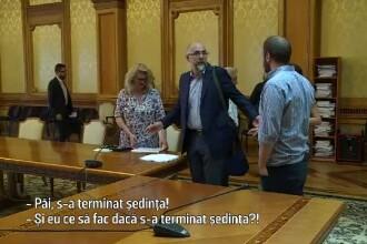 """Cine se ocupă de cultura României. Kelemen Hunor, prins în timp ce semnează la o ședintă la care nu a fost. """"Păi ce să fac?"""""""