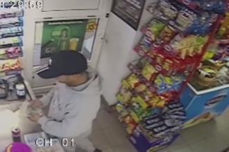 Cum a reușit un hoț să păcălească o vânzătoare din Baia Mare. VIDEO