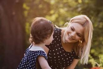 Lavinia Petrea, despre minunea de-a fi mamă. Cum se descurcă prezentatoarea cu cei trei copii