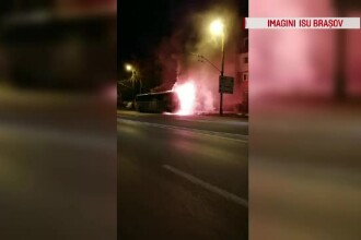 Incendiu violent în Brașov. Un autobuz a ars complet
