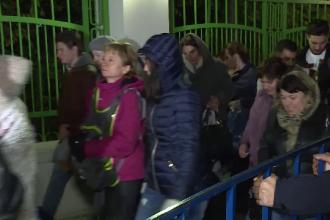 Mii de credincioși au așteptat toată noaptea să se închine la racla Sfântului Dimitrie, în Capitală