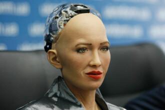 """Robotul Sophia: """"Cred că oamenii sunt inteligențe artificiale cu abilități diferite"""""""