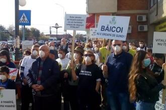Sute de oameni au protestat în Băicoi faţă de poluarea produsă de o groapă de gunoi