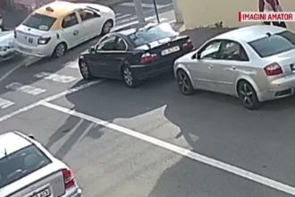 Momentul șocant în care un șofer lovește în plin un taxi care circula regulamentar