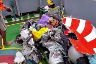 Avionul cu aproape 200 de oameni prăbuşit în Indonezia era nou. Cine erau pilotul și copilotul