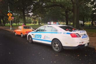 """Viralul zilei, cu o Dacia 1300 oprită de agenții de circulație din New York. """"Mergeam la biserică"""""""