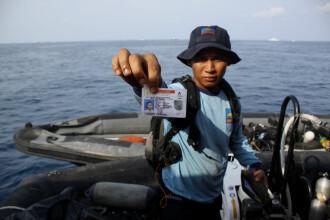Au fost recuperate primele trupuri de la locul prăbuşirii avionului indonezian