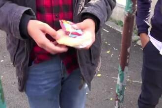 În şcolile din România se vând ilegal sucuri şi dulciuri. Experţii spun că dependenţa e similară cu cea dată de droguri