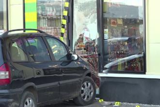 Copil de 10 ani lovit de o mașină scăpată de sub control. Băiatul se afla pe trotuar