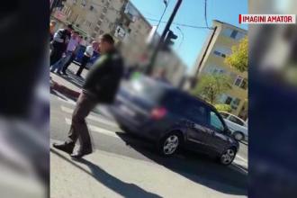 Preot filmat în momentul în care calcă intenționat un bărbat pe trecerea de pietoni