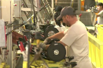 Industria României a intrat în recesiune, potrivit analiştilor. Reacţia Guvernului