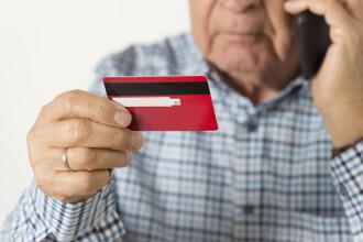 Fraudă prin telefon. Un român a convins un bătrân din Irlanda să-i dea acces la conturi