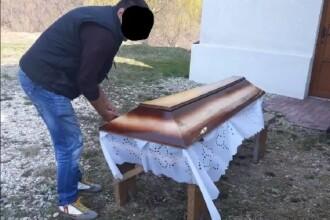 Imagini teribile la Brașov: cum a fost îngropat un pacient. Poliția face anchetă