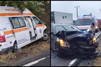 Ambulanţă cu doi pacienţi, izbită de un autoturism şi proiectată în altul. Sunt 4 victime