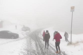 Ninsorile de la munte au luat prin surprindere câțiva turiști.