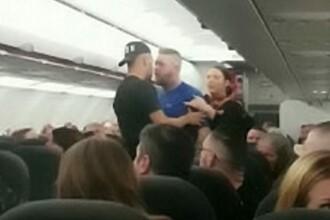 Un avion a aterizat de urgență după ce mai mulți pasageri s-au luat la bătaie