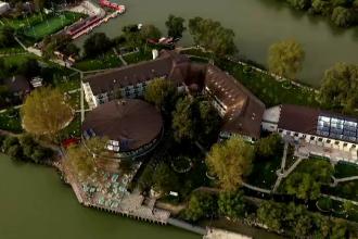 Turiștii aleg Delta Dunării și toamna. Cât costă o cameră de 5 stele