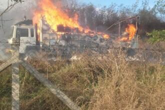 Un camion a fost cuprins de flăcări în județul Botoșani. Ce transporta