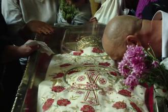 """Primii pelerini la Sfânta Parascheva: """"Mie mi s-a întâmplat o minune acum 7 ani"""""""