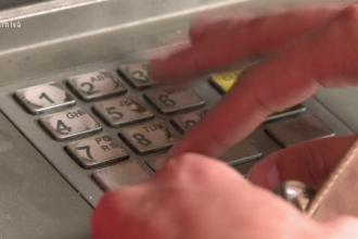 Un tanar a gasit 12.000 de lei in fanta unui ATM. Ce a facut apoi