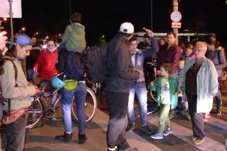 Trecere de pietoni blocată, în Timișoara, de localnici. Ce mesaj au vrut să transmită